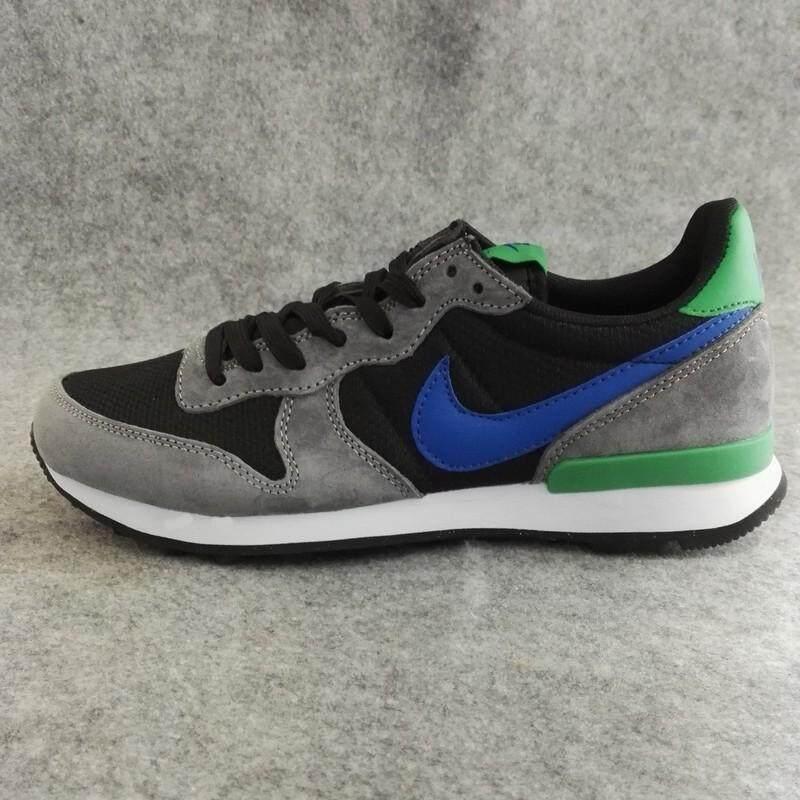 Nike Men s Air Waffle Training Shoe Lightweight Casual Sneakers (Black  Blue ) 06cda33079