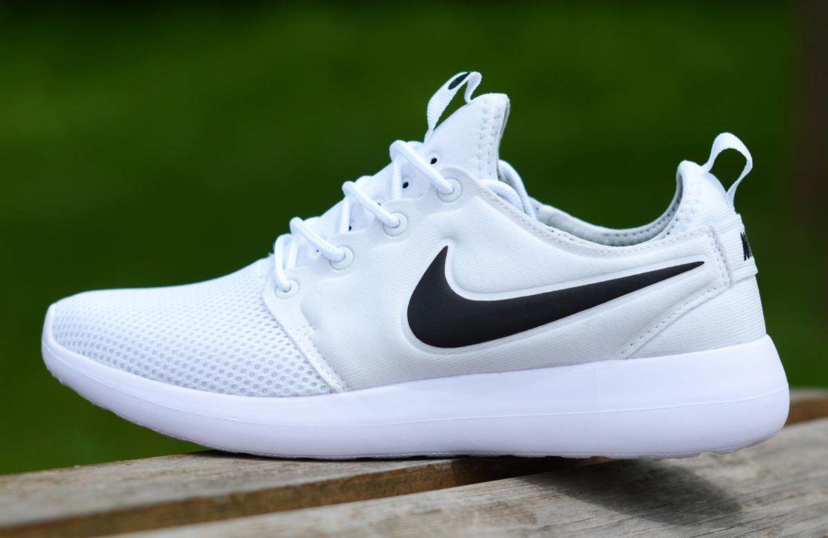 Nike Roshe Two V2 Men s Lightweight Running Shoe Fashion Casual Sneakers ( White Black) 18f01823d