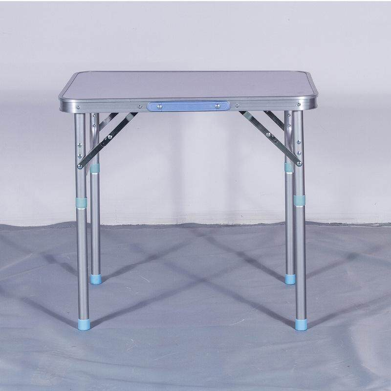 Simple outdoor folding table