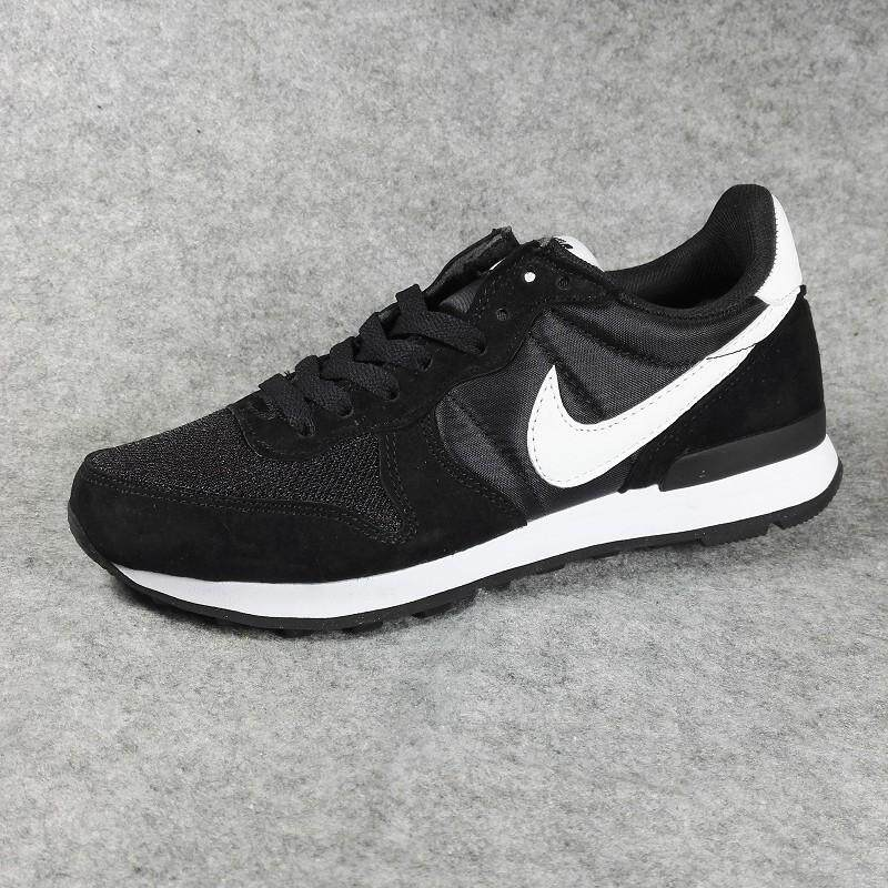 a01a848a21 Nike Men's Air Waffle Training Shoe Lightweight Casual Sneakers  (White/Black)