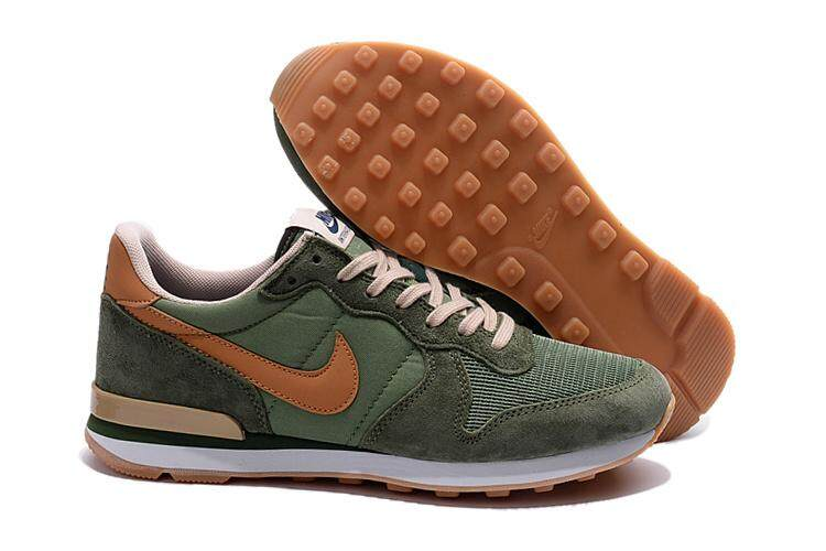 56f88ab98a7 Nike Men s Air Waffle Training Shoe Lightweight Casual Sneakers (Green)