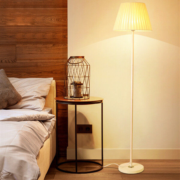 Nordic LED Eye Protection Floor Lamps Modern Living Room Bedroom Bedside Night Lighting Creative Study Standard Lamp Light Indoor Light with Foot Switch Living Room Decoration Vertical Table Lamps