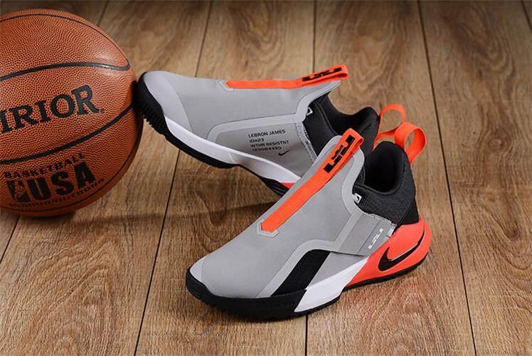 Nike Resmi LeBron James Duta Besar Xi Low Top Pria Basketaball Sepatu LBJ  Penjualan Global ( ce0646fa63