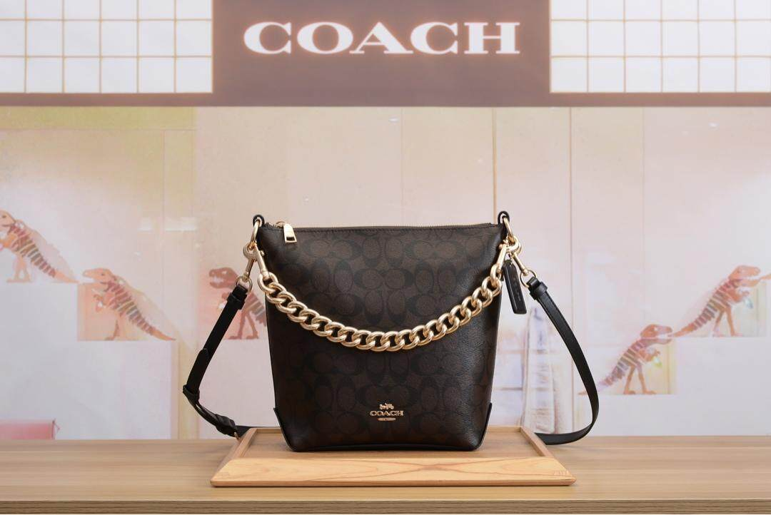 Coach_ PVC chain one shoulder portable bucket bag  small red book hot recommended  paragraph number: F45068 Size: 27*24*9