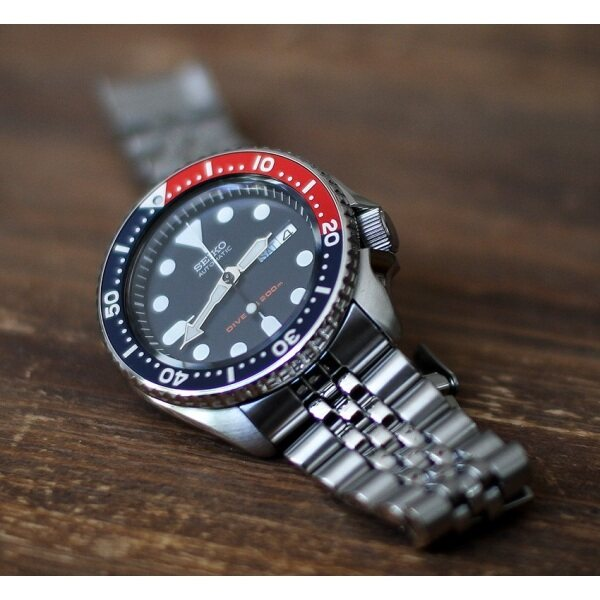 [Genuine] Seiko SKX009K2 Scuba Diver Jubilee Men Silver Stainless Steel Day Date Watch Malaysia