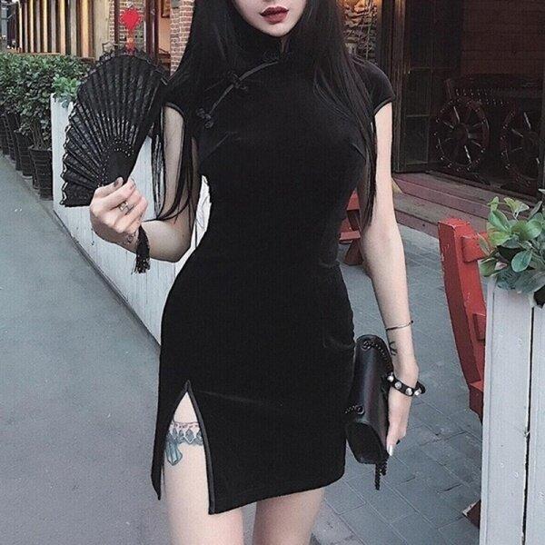 Đầm sườn xám Trung Quốc thiết kế dáng ôm xẻ tà phong cách Gothic cổ điển dành cho nữ