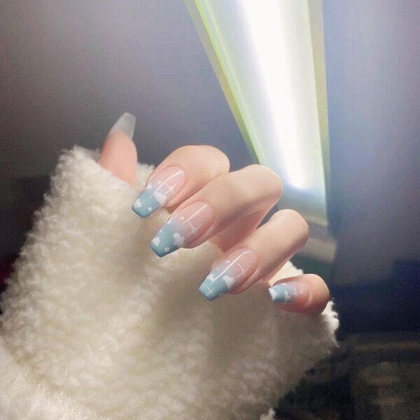 24 cái Móng tay giả có thể tháo rời những đám mây trắng đeo móng tay dán móng tay giá rẻ