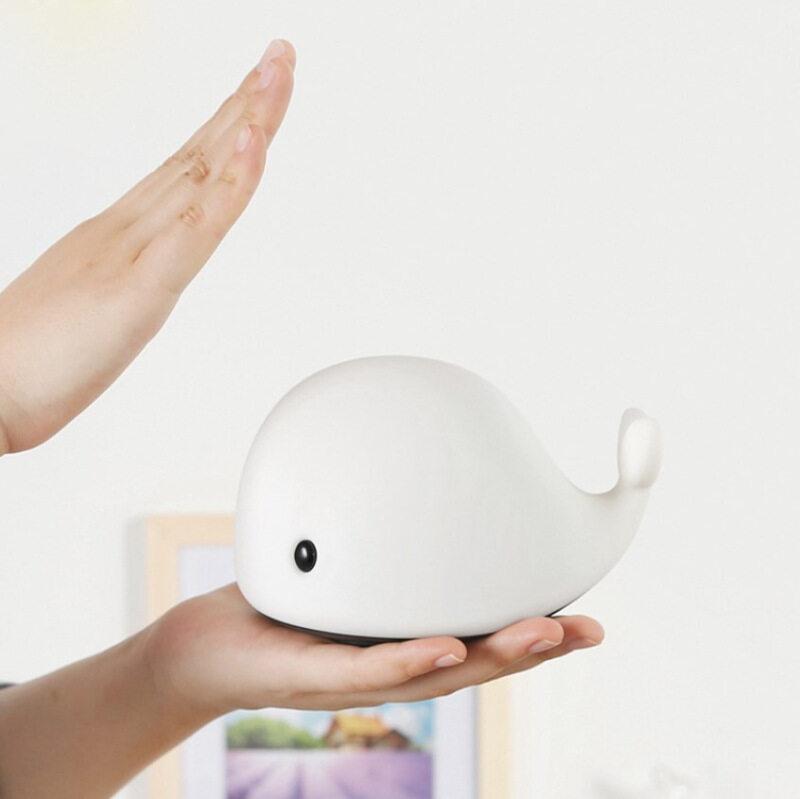 Bảng giá Zhengcolourful Silicone Hoat Hình Cảm Ứng Bắn Dễ Thương Pet Cá Heo Đèn Ngủ USB Bầu Không Khí Đèn LED Để Bàn Cá Heo Nhỏ Đèn Vỗ Phong Vũ