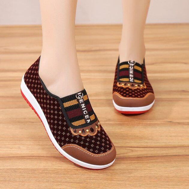 Giày Vải Bắc Kinh Cũ Phong Cách Mới Giày Đế Bằng Vải Thoải Mái TRUNG NIÊN Chống Trượt Đế Mềm Cho Mẹ Giày Nữ giá rẻ