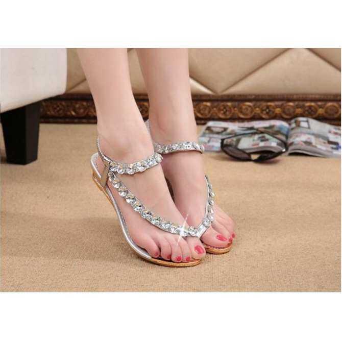Beaded Sandal Berlian: Jual Beli Online Sandal Bertumit dengan Harga Murah