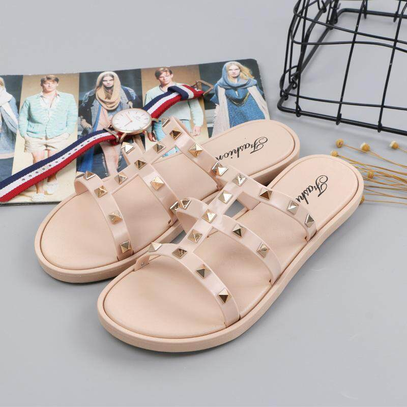 ad47bbf82 Fashion Leisure Sandals Rivet Slippers Slip Wear-Resisting Flat Bottom Women  Beach Shoes