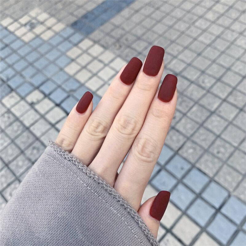 24 Cái/bộ Màu Đỏ Mờ Màu Trung-dài Đầu Vuông Cô Dâu Đám Cưới Matte Màu Đỏ Móng Tay Giả Phụ Nữ Full Bìa Nhân Tạo Móng Tay Tay Vẻ Đẹp giá rẻ