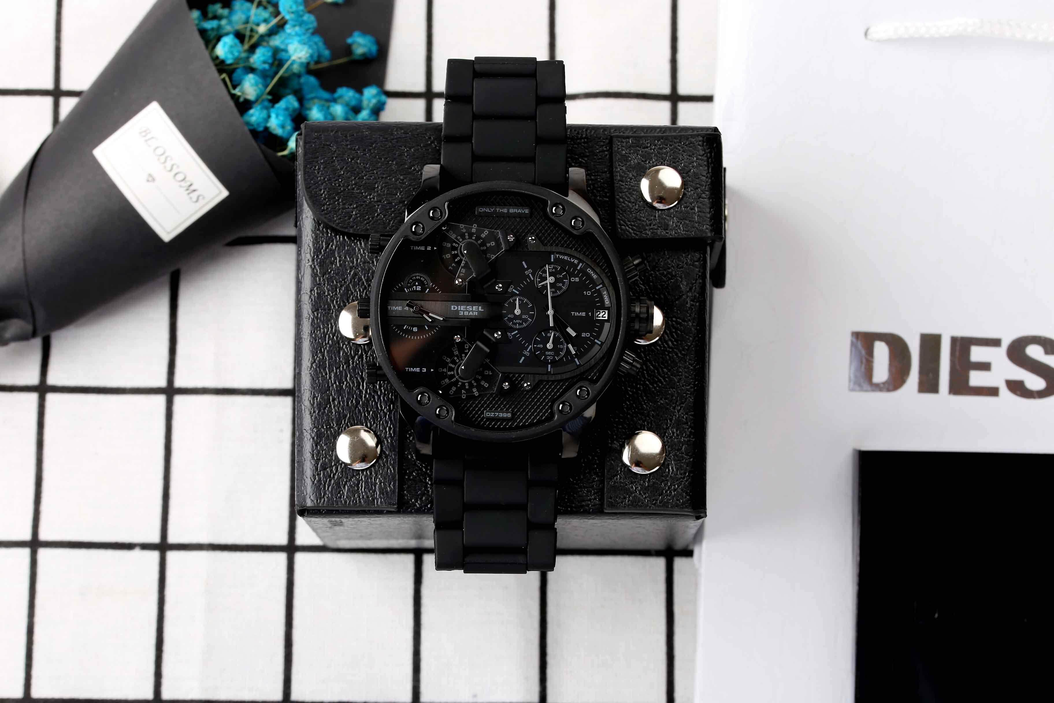 ยี่ห้อนี้ดีไหม  นครสวรรค์ Genuine Products Waterproof Diesel_Military Series. Three-Eye Timing Fashion casual watchMineral Toughened Glass Mirror .Japanese Quartz Core. Resin Strap .