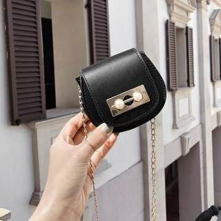 Pinfect Túi xách mini dành cho bé gái và phái nữ túi đeo chéo làm bằng da PU có dây đeo bằng xích kim loại túi đựng tiền hình bán nguyệt có đính ngọc trai kiểu dáng thời thượng thiết kế đơn giản ( kích thước 11 9 6cm) - INTL thumbnail