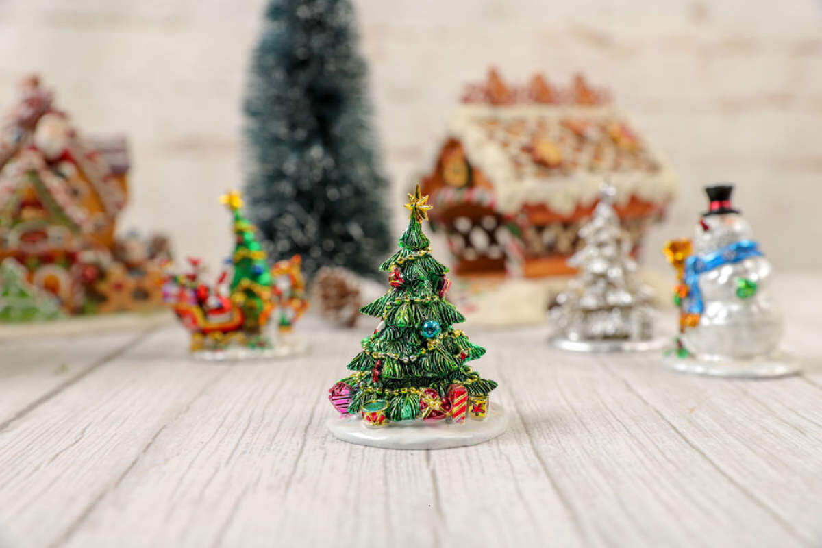 Ready Stock Selling Stock Clearance Top300resin Santa Claus Snowman Christmas Tree Scene Sand Table Small Ornaments Home Decoration Lazada