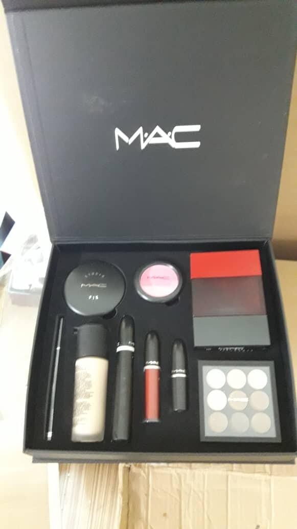 M A C Makeup Set Online