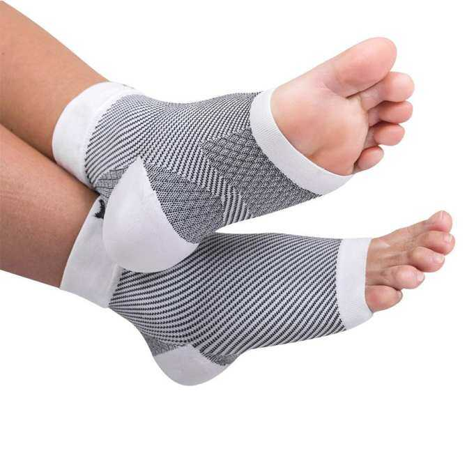 03b3a581dc FinnSalle 1 Pair Plantar Fasciitis Socks, Compression Foot Sleeves Ankle  Arch Support Socks Pain Relief, Improved Circulation, Recovery, ...