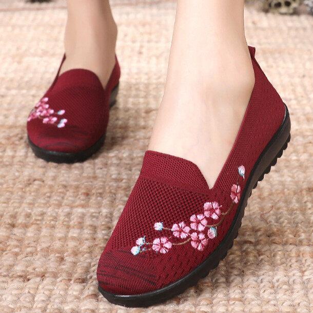 ✉☋Bắc Kinh Cũ Giày Vải Phụ Nữ Leap Tháng Giày Dành Cho Các Bà Mẹ Màu Đỏ Đế Mềm Chống Trượt Bà Già Lưới Thoáng Khí Bề Mặt Giày Thông Thường giá rẻ