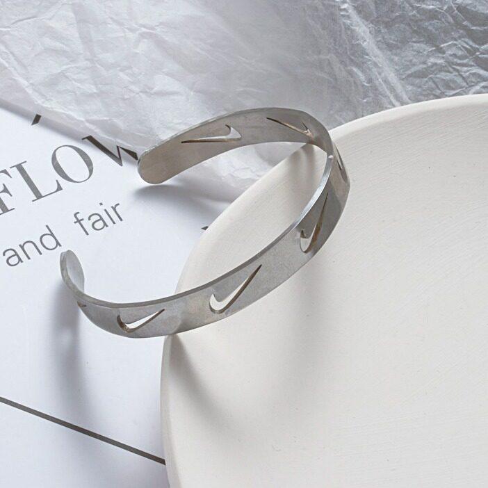 FJSL Phong cách hip-hop Tick Bracelet Ladies Vòng tay cặp đôi mở hình chữ C Vật liệu thép không gỉ cao cấp
