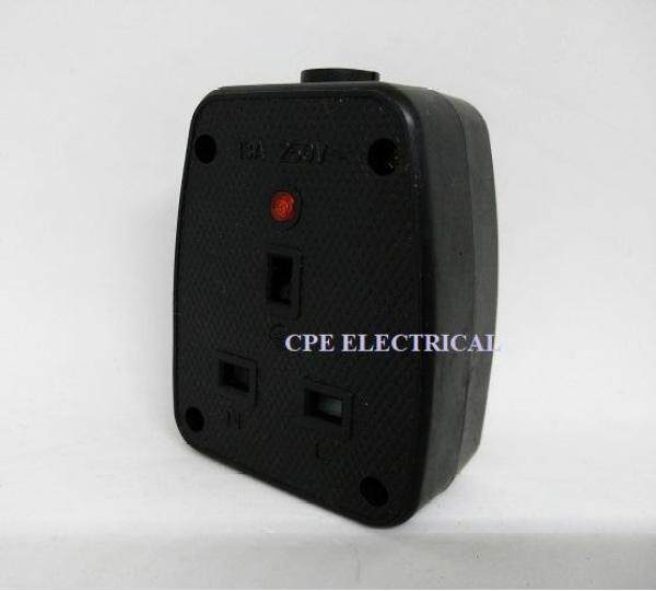 CPE UK 13A 250V 2 GANG RUBBER SOCKET with Neon