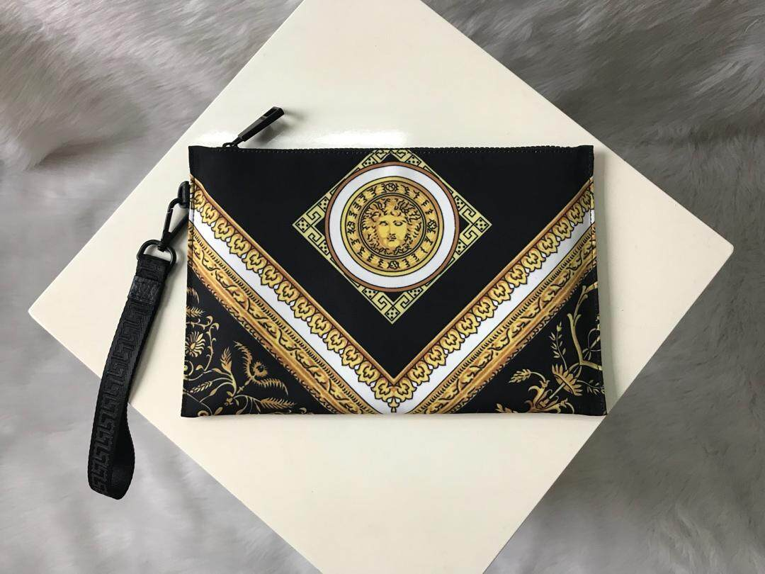 VERSACEs new 2019 black nylon printed medusaS clutch,Size: 29 * 19 * 1 cm